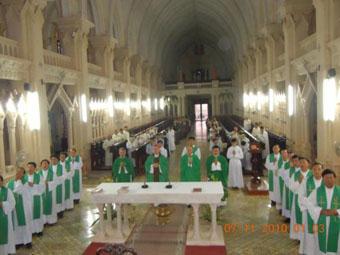 Đức cha giuse và linh mục đoàn giáo phận lạng sơn chào thăm đức tổng giuse